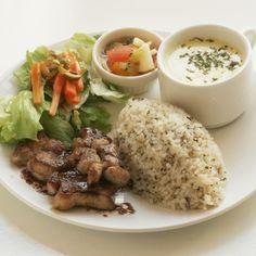 カフェ ド ナイキ - 料理写真:鶏の赤ワインソース(ワンプレートランチ)