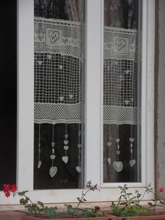 Rideau crochet fait main constellation de coeurs en beige : Textiles et tapis par foux-elle
