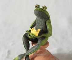 Frog Prince PDF pattern Felt ornament von CynthiaTreenStudio