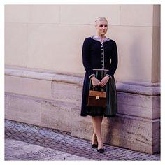 Was für ein traumhaftes sonniges Wochenende in München. Daher muss die  nächste und neue #Dirndl #DIY-Anleitung für Dirndlschleifchen noch ein paar Tage warten.  Prioritäten setzen und so  #dirndlliebe #dirndlimdirndl #dirndltime #dirndlzeit #dirndllove #tracht #trachten #trachtenmode #trachenliebe #blogger #blogger_de #bloggermuc #fashionblogger_de #fashionblogger Lady Dior, Traditional Dresses, Instagram, Outfits, Tops, Style, Fashion, Prioritize, Waiting