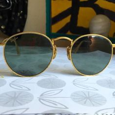 """RARE Vintage 1960's Unisex Ray Ban Sunglasses Vintage Ray-Ban W0603 Round Arista sunglasses from the Classic Metals Collection. finely detailed etched surface & original Bausch & Lomb G-15 anti-glare lenses. The mostly round design makes them good for all types of face shapes & sizes including men & women.  5.0"""" temple to temple. Engraved B&L Ray-Ban USA in the gold plating, 1980s Ray-Ban sunglasses. They are in good used cond. they could use a good cleaning. No scratches or bends in frames…"""
