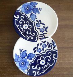 #çinisanatı #çinitabak #cini #çini #tahrir Pottery Painting, Ceramic Painting, Iranian Art, Butterfly Watercolor, Beautiful Moon, China Art, Sgraffito, Pottery Designs, Egg Decorating