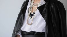 Black and white outfit and pearls necklaces . White Outfits, Outfit Of The Day, Pearl Necklace, Vogue, Necklaces, Pearls, Black And White, My Style, Fashion