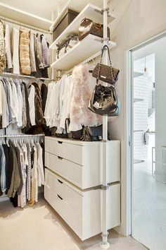 Looking for some fresh ideas to remodel your closet? Visit our gallery of leading luxury walk in closet design ideas and pictures. Closet Vanity, Wardrobe Closet, Master Closet, Closet Bedroom, Closet Space, Open Wardrobe, Bedroom Decor, Walking Closet, Walk In Closet Design