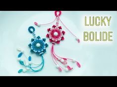 Macrame keychain tutorial - The lucky bolide - instructions for making keychain . Macrame Design, Macrame Art, Macrame Knots, Macrame Patterns, Craft Patterns, Beading Patterns, Crochet Keychain, Diy Keychain, Collar Macrame