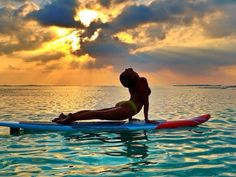 Strength, softness and beauty. Learn to SUP yoga Paddle Board Yoga, Stand Up Paddle Board, Yoga Journal, Yoga Sequences, Yoga Poses, Yoga Inspiration, Pilates, Photo Yoga, Tumbrl Girls