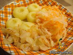 Während meines Auslandssemester hatte ich die Möglichkeit viele Leute aus vielen verschiedenen Ländern kennenzulernen. Darunter ist auch jemandenaus Polen. Als sie erfahren hat, dass ichfür meinen Blog immer gerne traditionelle Gerichte suche, war siesofort dabei. Was hat sie mir vorgeschlagen?Kluski śląskie! Okay, ich kann das auch nicht wirklich aussprechen =D Aber darunter versteht man Kartoffelklöße.…