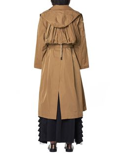 A Complete Guide to Choosing The Perfect Coat That Complements Your Taste This Season - Best Fashion Tips Girls Raincoat, Raincoat Outfit, Raincoat Jacket, Yellow Raincoat, Hooded Raincoat, Rain Jacket, Raincoats For Women, Outerwear Women, Coats