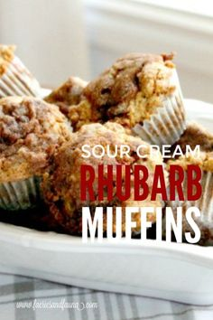 Moist Rhubarb Muffins with Streusel Topping From scratch recipe for rhubarb muffins . Sour Cream Muffins, Blue Berry Muffins, Rhubarb Bread Recipe Sour Cream, Muffin Recipes, Baking Recipes, Dessert Recipes, Cupcake Recipes, Rhubarb Desserts, Healthy Rhubarb Recipes