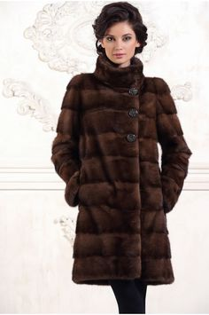 Love the clean lines and high collar. Mink Fur, Mink Coats, Fur Coat, Fabulous Furs, Fur Fashion, High Collar, Looking For Women, Camel Outfits, Going Out