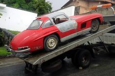 Luxury Sports Cars, Abandoned Ships, Abandoned Cars, Ferrari, Mercedes 300sl, Old Classic Cars, Barn Finds, Old Cars, Custom Cars