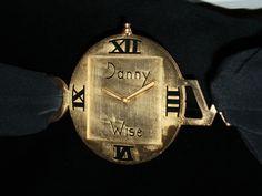 DANNY WISE Haute Couture , particolare cintura orologio , logo Danny Wise , in oro 24 carati , spazzolato.