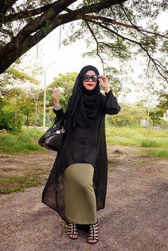Fierce and bold. Jenahara-ish. Now i want more skinny maxi skirt!