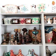 Te asteptam in magazinul Decoratiuni Vintage Casa Retro  sa descoperi si alte obiecte ... #casasigradina #obiectedecorative #ideicasa #sfesnicelumanari #obiectepictate #pinteresthome #pinterestdecor #ghivece Bookcase, Vintage, Instagram, Home Decor, Home, Decoration Home, Room Decor, Book Shelves, Vintage Comics