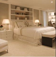 mensole dietro al letto