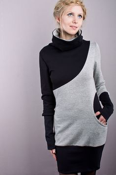langärmliges kleid mit diagonaler teilungsnaht, einer runden eingriffstasche, langen schwarzen bündchen und einem hohem kragen aus schwarzem und grauem sweatshirtstoff.