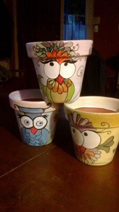 Enchanting Hand Painted Flower Pots Ideas That You Need To Try 47 Flower Pot Art, Flower Pot Design, Clay Flower Pots, Flower Pot Crafts, Clay Pot Projects, Clay Pot Crafts, Owl Crafts, Painted Clay Pots, Painted Flower Pots