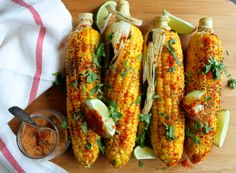 12 Corn on the Cob Recipes to Add Some WOW Factor to Your Summer Barbecue Indian Spiced Corn on the Cob Recipe (Bhutta Masala) Indian Appetizers, Indian Snacks, Appetizer Ideas, Party Appetizers, Healthy Dinner Recipes Indian, Indian Food Recipes, Vegetarian Recipes, Healthy Indian Food, Dinner Healthy