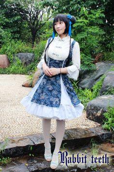 """Qi Lolita"" the Lolita Fashion which Focuses on Mandarin Gowns. Lolita Goth, Gothic Lolita Fashion, Lolita Dress, Cosplay Outfits, Cosplay Girls, Chinese Clothing, Mori Girl, Dress Cuts, Kawaii Fashion"