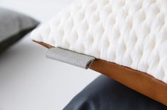ni.ni.-creative-8-detail-kumo-tawny-square-cushion