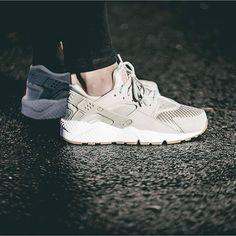 Nike Air Huarache Run WMNS TXT Pack On Foot Look 3