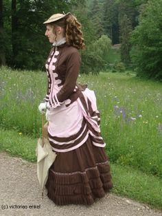 First bustle era day dress by Victorias Enkel - Frühe Tournüre Promenadenkleider