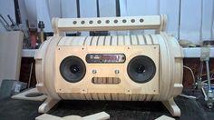 Wireless Speaker System, Diy Speakers, Wooden Pallet Table, Wooden Pallets, Diy Boombox, Speaker Box Design, Blue Tooth, Sound Speaker, Powered Speakers