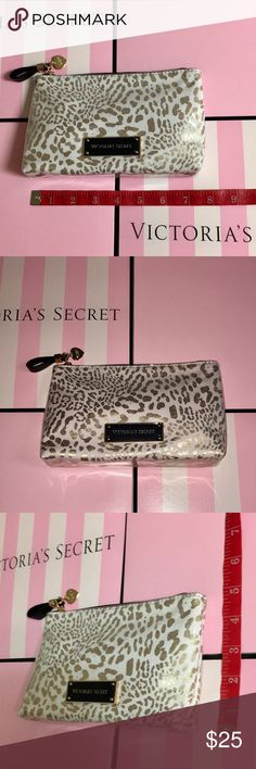 🐆 Pink Cheetah Bag! 🐆 Cute Light Pink Cheetah Bag! NWOT! 🐆 Comes with 2 FREE GIFTS!✨🎁✨🎁✨   MEASUREMENTS:   1.     7.5 inches = length 📏 2.       5 inches = height 📐 Victoria's Secret Bags
