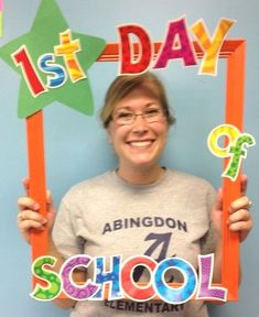 Frame I made for the first day of school - thought I could change the star out a. - First Day of School - Frame I made for the first day of school – thought I could change the star out and take pictures - First Day Of School Activities, First Day School, Beginning Of The School Year, New School Year, Pre School, First Day Of School Pictures, September Activities, Kindergarten Classroom, Classroom Activities