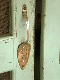 if i had an old screen door! Recycle a vintage old silverplated serving piece into a create screen door or cabinet door handle. For ideas and goods shop at Estate ReSale ReDesign, LLC in Bonita Springs, FL Creation Deco, Old Doors, Old Cabinet Doors, Cabinet Hardware, Home Projects, Home Improvement, Shabby Chic, Crafty, Home Decor
