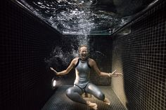 Underwater Portraits of People Diving Into a Freezing Dunking Pool 4 C's, Photography Series, Photo Series, World Championship, Underwater, Diving, Cool Photos, Frozen, Concert