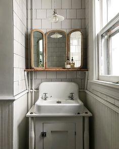 Subway Tiles and Vintage Details Bathroom inspiration – rustic home interior Bad Inspiration, Bathroom Inspiration, Bedroom Minimalist, Interior And Exterior, Interior Design, Interior Ideas, Interior Decorating, Diy Decorating, Home Upgrades