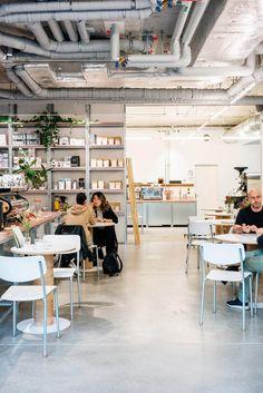 Miró: Café und Rösterei unter einem Dach   GaultMillau – Channel Coffee Truck, Conference Room, Channel, Table, Furniture, Home Decor, Bar Menu, Coffee Varieties, Agaves