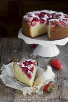 Torta 7 vasetti alle fragole,la famosa torta allo yogurt in una versione sofficissima alle fragole, come fare la torta sette vasetti sofficissima