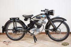 NSU FOX 98 Nazione: Germania Tipologia: Turismo Anno: 1953 Tipo di motore: Monocilindrico a 4 tempi Cilindrata: 98 cc Potenza: 5,8 CV  Cambio: 4 marce Velocità massima: 80/85 Km/h Colore: Nero con serbatoio con inserto cromato
