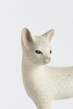 Close-up of a cat sculpture by Japanese artist Yoshimasa Tsuchiya - Wood carving
