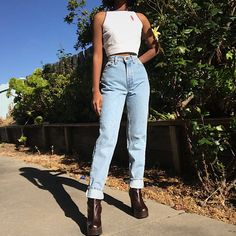 4b65d5a3 9 Best Levi Mom jeans images | Levi mom jeans, Clothing, Fashion clothes
