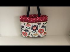 Coudre un petit sac pour courses Tuto couture Madalena - YouTube Blog Couture, Fashion Bags, Diaper Bag, Pouch, Make It Yourself, Tote Bag, Purses, Sewing, Crafts