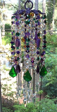 photo of french wind chimes Crystal Wind Chimes, Glass Wind Chimes, Diy Wind Chimes, Garden Whimsy, Garden Art, Sun Catchers, Diy Lampe, Hanging Crystals, Wire Crafts