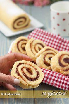 Rotolo alla marmellata, ricetta per la colazione e la merenda. Un dolce genuino per i bambini, soffice, goloso, adatto anche a compleanni. Ricetta facile
