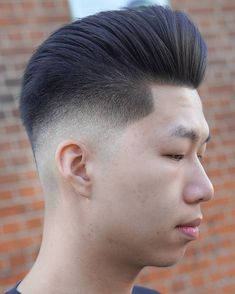 Top 40 Pompadour Hairstyles for 2018 - Men's Hairstyles Blonde Haircuts, Hairstyles With Bangs, Trendy Hairstyles, Pompadour Men, Pompadour Hairstyle, Blonde Ombre, Blonde Balayage, Bangs For Round Face, Medium Blonde