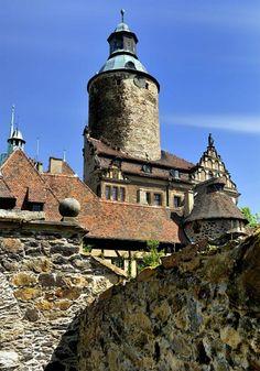 """Położony na Dolnym Śląsku zamek Czocha, pod względem malowniczej architektury i położenia należy do ścisłej krajowej czołówki. Z tego też względu """"zagrał"""" w wielu polskich filmach i serialach."""