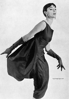 Moda Italiana Spring / Summer 1956  Ivy Nicholson wearing dress by Mingolini - Gugenheim