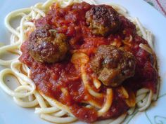 Paprikás krumpli: Jamie Oliver paradicsomos húsgombóca Jamie Oliver, Spaghetti, Meat, Chicken, Ethnic Recipes, Food, Essen, Meals, Yemek