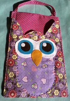 Billedresultat for molde porta lixinhoo carros gato Sewing Crafts, Sewing Projects, Owl Purse, Clothespin Bag, Owl Classroom, Owl Bags, Plastic Bag Holders, Owl Always Love You, Owl Crafts