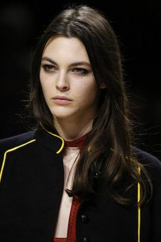 A detailed look at Burberry Fall 2016