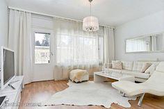 White living room / Valkoinen olohuone TV room