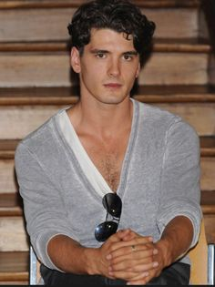 te quiero Yon Gonzalez... Gran Hotel, Tv Series To Watch, You're Hot, Types Of Guys, Falling In Love With Him, Gorgeous Men, Beautiful, Male Photography, Handsome Actors