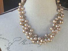 Perlas de Champagne en una cadena de oro ligera. joyería de la