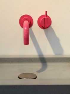 100% DESIGN - Pink tap & concrete sink